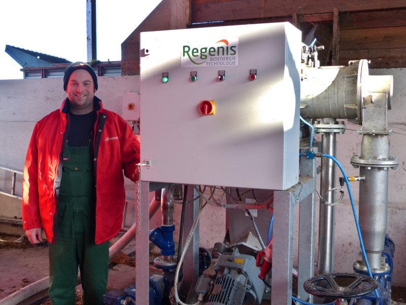 REW Regenis - Herr Müller, Biogas Müller GmbH, an der Gärrestentwässerungsanlage